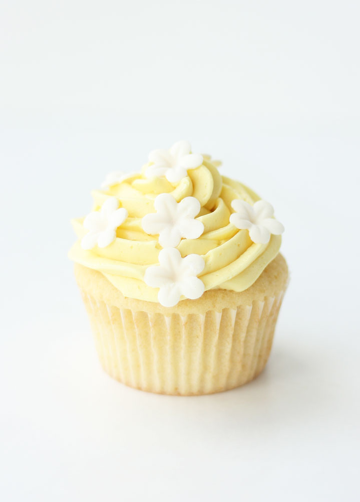 Essential Vanilla Cupcakes - Cake Paper Party