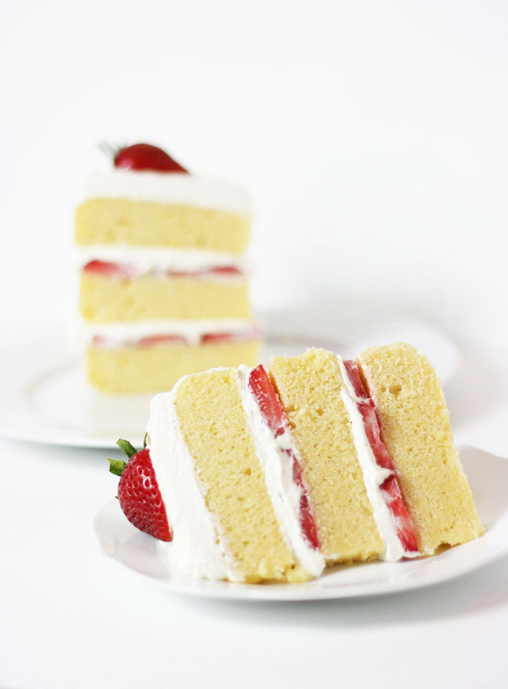 Cake With Cream Filling : Lemon Cornmeal Cake with Strawberries and Cream Filling ...