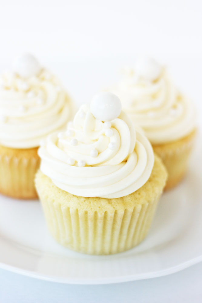 Coconut Cupcakes by Trophy Cupcakes and Book Giveaway! - Cake Paper ...